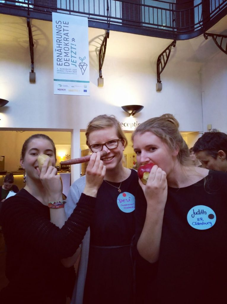 Gemeinsam essen bereitet noch mehr Vergnügen:Nina Gmeiner, Désirée Diering, Judith Busch (Koordinatorin Ernährungsrat Oldenburg).