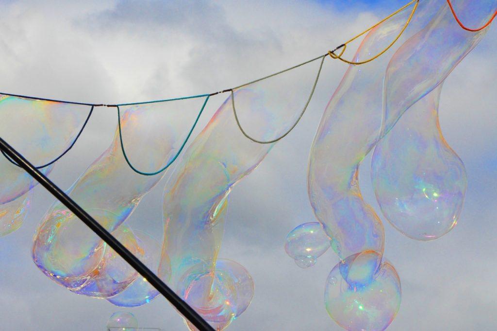 Lange Seifenblasen.