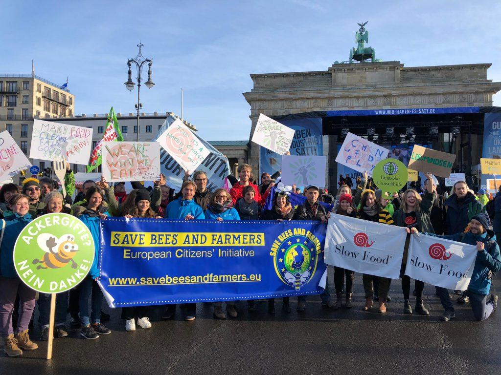 """Das Initiativenbündnis bei der """"Wir haben es satt!""""-Demonstration in Berlin."""